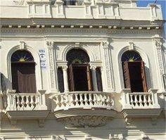 Detalle de la fachada Cuba, Colonial, Mansions, House Styles, Home Decor, Decoration Home, Manor Houses, Room Decor, Villas
