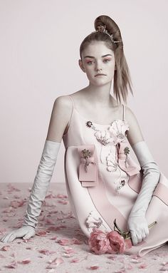 Willow Hand sports glam style for Teen Vogue September 2015 by Ben Toms [editorial] Pink Fashion, Fashion Shoot, Teen Fashion, Fashion Art, Editorial Fashion, Fashion Design, Fashion 2014, Beauty Editorial, Willow Hand