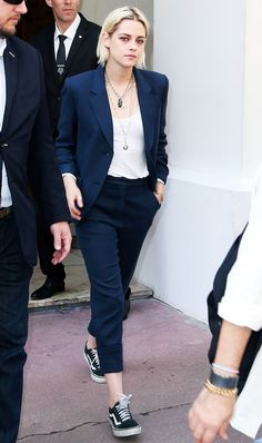 The 17 Best Celebrity Street Style Pictures from the Cannes Film Festival – Kristen Stewart … Tomboy Fashion, Suit Fashion, Look Fashion, Fashion Outfits, Vans Fashion, Estilo Boyish, Twilight Outfits, Suits And Sneakers, Vans Sneakers