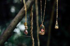 """Colar cogumelo. Coleção de joias artesanais """"Todo Encanto"""" criada por Toda Coisinha;"""