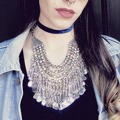 / POWER / Super maxi colar maravilhoso combinado com nossa choker de veludo azul 💙 compre em www.canelaacessorios.com.br #canelaacessorios #bijuteria #biju #online #acessorios #acessories