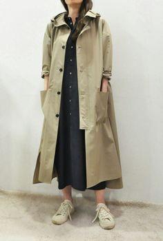 ENensorcivet Hooded Rain Coat & Blouson:arable soil :So-netブログ Iranian Women Fashion, Muslim Fashion, Modest Fashion, Latest Fashion For Women, Fashion Outfits, Mode Mantel, Langer Mantel, Hooded Raincoat, Apron Dress