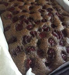 Kevert meggyes Sweets, Cookies, Baking, Food, Crack Crackers, Gummi Candy, Candy, Biscuits, Bakken
