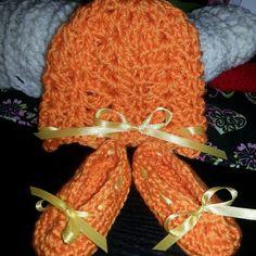 Shell stitch beanie/matching booties