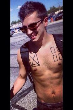 Tyler Joseph <3 love his tattoos and gorgeous smile