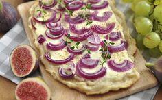 Rode uienpizza met geitenkaas