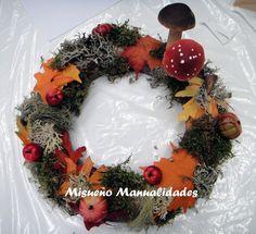 Corona de porexspan decorada con musgo, hojas de tela y setas. www.misuenyo.com / www.misuenyo.es
