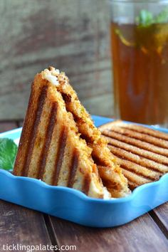 Grilled Paneer Sandwich recipe is an easy bread sandwich recipe with paneer (cottage cheese) along with indian spices as filling served for breakfast or for snack. Grill Sandwich, Grilled Sandwich Recipe, Sandwich Recipes, Indian Snacks, Indian Food Recipes, Paneer Sandwich, Grilled Paneer, Onigirazu, Paneer Recipes