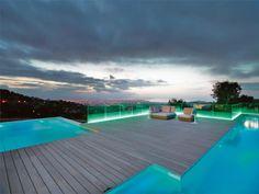 Holzdeck beleuchtet-leds outdoor-pool anlagen-Meerblick Stadt-Aussicht