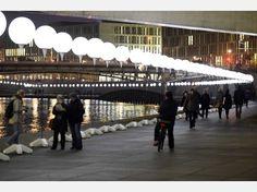 Zu 25 Jahre Mauerfall leuchten 7000 Licht-Ballons | Politik