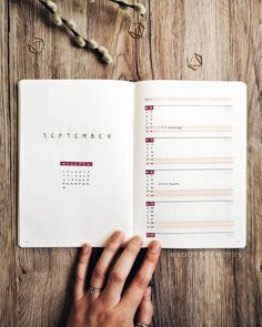 In my article titled The Bullet Journal Inspiration Layout, I talk about a system to brainstorm ideas on your paper and quickly jot them down. Bullet Journal Minimalist, Bullet Journal 2020, Bullet Journal Aesthetic, Bullet Journal Notebook, Bullet Journal Themes, Bullet Journal Spread, Bullet Journal Inspo, Bullet Journal Layout, Bujo