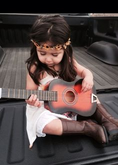 Boho chic .... Such a cute toddler girl outfit/ photoshoot idea