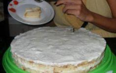 Ingredientes1 bolo pronto e cortado em fatias sabor coco2 caixas de pudim royal sabor coco1 litro de leite1/2 garrafa pequena de leite de coco1 pacote de 100 g de coco ralado2 colheres de açúcar1 caixa de creme de leiteModo de PreparoEm uma forma redonda com fundo falso coloque a metade do bolo já cortado em…