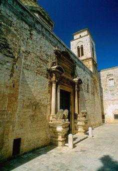 Il Monastero di San Benedetto a Conversano | HiPuglia  http://www.hipuglia.com/2013/03/il-monastero-di-san-benedetto-conversano.html
