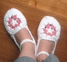 Womens House Slippers Crochet Pattern - Permission to Sell Finished Items. $3.50, via Etsy.