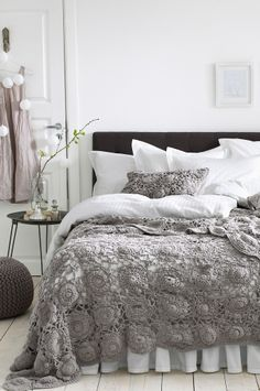 Look at Bed Skirt -- Maybe my mom can make this throw blanket for me. Or one that's similar. :)