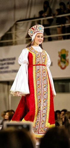 Russian costume. Kokoshnik. Stylization.