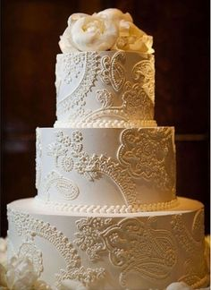 Patterns are definitely a huge trend for 2013, like this beautiful, intricately patterned wedding cake.