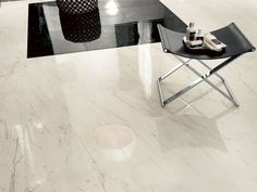 Stunning cream marble effect porcelain tiles available in different sizes and finishes for a luxurious environment. It is Evolution-Marvel Cremo Delicato