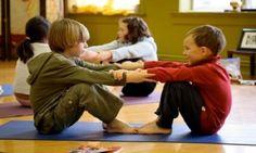 A través de juegos y ejercicios combinados con posturas propias del Yoga, los niños y adolescentes trabajan y mejoran su flexibilidad, balance y fuerza muscular. Técnicas de respiración y relajación, adecuadas para cada edad, son parte importante de la práctica, ya que éstas ayudan a cada niño a lidiar de una manera saludable y positiva con el estrés y los retos propios del crecimiento.   Lee más: http://clases-yoga.org