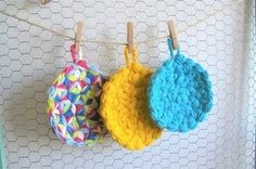 洗剤を使わないので、手にも地球にも優しいです。色とりどりの毛糸で編めば、毎日の食器洗いやお掃除が楽しくなりますね♪