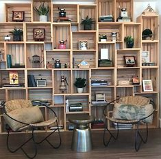 46 Amazing Bookshelves Decorating Ideas For Living Room is part of Bookshelf decor - A delightful home is frequently compared with additional work to keep up its excellence Be that as it may, an […] Pallet Furniture, Repurposed Furniture, Furniture Ideas, Home Projects, Diy Home Decor, Diy Decoration, Sweet Home, Bedroom Decor, New Homes