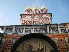 Свято-Троицкая Сергиева Лавра  обитель Живоначальной Троицы основана преподобным Сергием Радонежским в 1337 году.