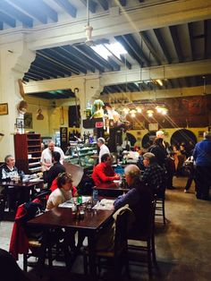 Tips op Mallorca Eten bij Cellar Sa Prema in Palma met veel locals