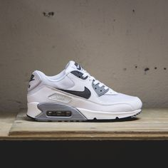 Discover recipes, home ideas, style inspiration and other ideas to try. Cute Sneakers, Best Sneakers, Sneakers Fashion, Shoes Sneakers, Fashion Outfits, All Nike Shoes, Hype Shoes, Nike Shoes Outlet, Nike Air Max 90s