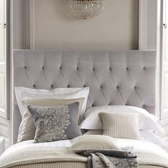 Love this but I would add some navy throw pillows!!