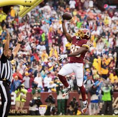 Check out photos of the Washington Redskins during their regular season Week 3 game against the Green Bay Packers at FedExField. Fedex Field, Redskins Fans, Washington Redskins, Green Bay Packers, Football Team, Behind The Scenes, Nfl, Euro, Products