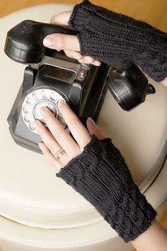 Knit fingerless mitts--free pattern
