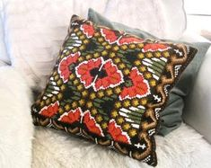 Vintage Scandinavian embroidered cushion - Doce Vika Vintage selected Scandinavian vintage by DoceVikaVintage