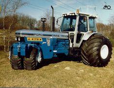 Foto van een Ford 7810 Silver Jubilee Trike Trac van Loonbedrijf Maas Kessel.. Geplaatst door mklok op 22-01-2019 om 13:34:41, met 14 reacties. Bolens Tractor, Tractor Decor, Old John Deere Tractors, Truck And Tractor Pull, Big Tractors, Case Tractors, Farmall Tractors, Tractor Pulling, Ford Tractors