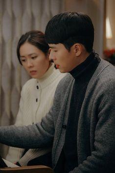 Hyun Bin - Son Ye Jin (Crash landing on you) Ahn Jae Hyun, Jung Hyun, Hyun Bin, Korean Drama Movies, Korean Actors, Korean Dramas, Korean Couple Photoshoot, Kdrama, Netflix