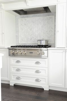 Creative And Inexpensive Unique Ideas: Concrete Backsplash Texture black backsplash fixer upper.Backsplash Kitchen Pattern chevron backsplash behind stove. All White Kitchen, New Kitchen, Kitchen Dining, Kitchen Decor, Kitchen Ideas, Shaker Kitchen, Fixer Upper, Transitional Kitchen, Kitchen Contemporary