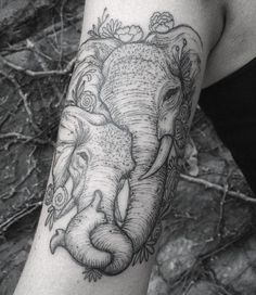 Stunning Mother and Baby Elephant Tattoo - Realistic Elephant Tattoo Design - The Best Elephant Tattoo Designs - Cute Elephant Tattoo Designs and Ideas - Sexy Thigh Tattoo, Small Elephant Tattoo, Elephant Outline, Elephant Tattoo Meanings Mommy Tattoos, Mother Tattoos, Mother Daughter Tattoos, Baby Tattoos, Family Tattoos, Tattoos For Daughters, Body Art Tattoos, Sleeve Tattoos, Son Tattoos