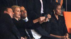 """""""Obama-selfie"""" - Barack Obama robi sobie tzw. sweet focię z duńską paniąpremier i Davidem Cameronem. A wszystko dzieje sięna pogrzebie Nelsona Mandeli."""