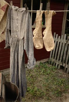 Slow Fashion, Girl Fashion, Fashion Outfits, Primitive Laundry Rooms, Pioneer Dress, Vintage Gypsy, Prim Decor, Slow Living, Back To Nature