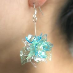 Here's another way to get more out of those plastic bottles that so many things come in! Water Bottle Crafts, Reuse Plastic Bottles, Plastic Bottle Flowers, Plastic Bottle Crafts, Plastic Earrings, Plastic Jewelry, Recycled Jewelry, Diy Earrings, Handmade Jewelry