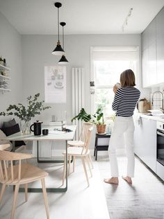 The Scandinavian inspired oasis of Cate St Hill in London (my Scandinavian home) . - Scandinavian Design Trends - Have Best Home Decor ! Kitchen Interior, New Kitchen, Kitchen Decor, Kitchen White, Kitchen Wood, Kitchen Ideas, Kitchen Dining, Kitchen Plants, Kitchen Worktop