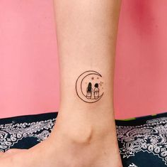 For the crowd, tattoos are a simple and stylish way to break the mold. It's like being able to carry your favorite piece of art . Tiny Bird Tattoos, Bff Tattoos, Time Tattoos, Foot Tattoos, Small Tattoos, Design My Tattoo, Simple Tattoo Designs, Elephant Tattoo Design, Stencils Tatuagem