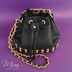 Mini brigadeiro preta com tachas  www.mimsbags.com #criesuabolsa #minibag #blackbag