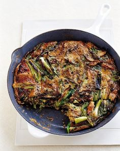 This frittata recipe is as versatile as it is tempting. It makes a great breakfast, but served alongside a green salad, it's also perfect as a light lunch or dinner.Get the Mushroom and Scallion Frittata Recipe Brunch Recipes, Breakfast Recipes, Dinner Recipes, Quiches, Frango Chicken, Cooking Recipes, Healthy Recipes, Meatless Recipes, Quick Recipes