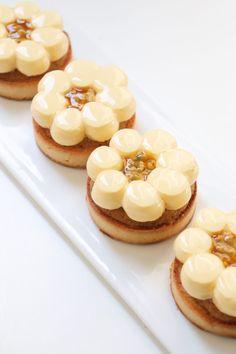 Fancy Desserts, Just Desserts, Gourmet Desserts, Tart Recipes, Sweet Recipes, Mini Patisserie, Fall Dessert Recipes, Beautiful Desserts, Sweet Tarts