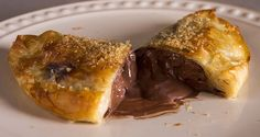 Quick chocolate banana calzone by Greek chef Akis Petretzikis. A quick and easy recipe to make delicious crunchy calzones filled with chocolate and bananas! Impressive Desserts, Fun Desserts, Dessert Recipes, Chocolate Calzone, Greek Sweets, Sweet Corner, Baked Banana, Chocolate Hazelnut, Greek Recipes
