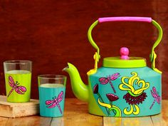 A Krazy Mug Aluminum The Chaiwalla Set Blue and Green) Painted Milk Cans, Indian Illustration, Clay Art Projects, Indian Folk Art, Wine Bottle Art, Diy Crafts Hacks, Indian Crafts, Truck Art, India Art