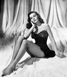 Elaine Stewart – How to Look Like a Pinup - Glamour Lifestyle Pin Up Girl Vintage, Look Vintage, Vintage Beauty, Vintage Fashion, Vintage Woman, Retro Pin Up, 50s Vintage, 1950 Pinup, Pinup Art
