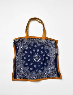 bandana tote lined with leather Love Is All, Take That, Handmade Handbags, Beautiful Outfits, Beautiful Clothes, Yorkie, Bandana, Bag Accessories, Purses And Bags