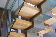 Contemporary design requires large windows, odd shapes, glasses, and comfort. Using contemporary design, you will be able to find the materials required to remodel staircase easily. Contemporary Stairs, Modern Stairs, Contemporary Interior Design, Escalier Art, Escalier Design, Architecture Details, Interior Architecture, Commercial Stairs, Balustrades